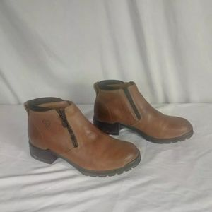 Ariat leather zippered boots size 7 Medium
